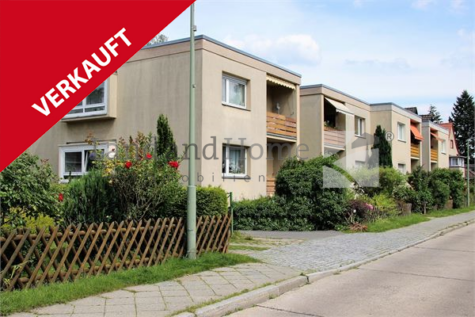 Sonnige 4 Zimmerwohnung mit Balkon und Garage in netter Nachbarschaft, 12351 Berlin, Etagenwohnung